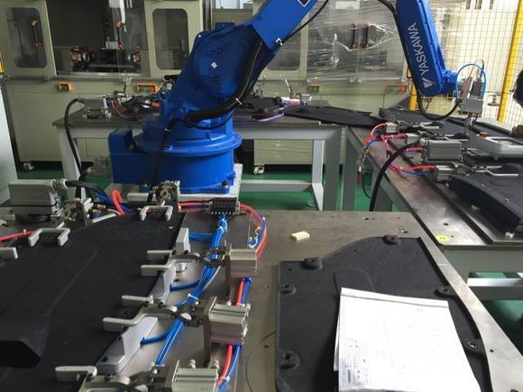 Automatic Robort Ultrasonic Welding Machine For Car Bottom Panel 30Khz